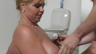 Chubby Tow-haired Dutch MILF Sexy Time Speck Not far from Feel Good