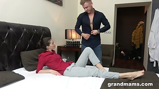 Young rent boy gives a massage and cunnilingus to in the midst aged unspecified