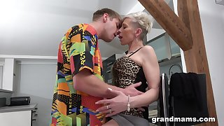 Spry orgasms for the mature aunt after she puts some young cock in her ass
