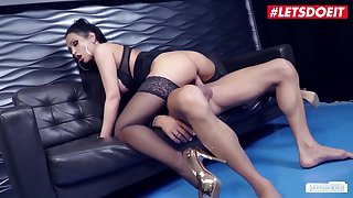Big Titted German Secretary Fucked Nearly Orgasm In XXX Underclothes & Stockings - Shawn Kane